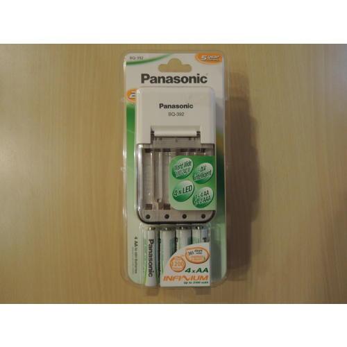 NABÍJEČKA PANASONIC (4xAA+AAA) včetně 4ks AA Ni-MH baterií Inteligentní nabíjení LED